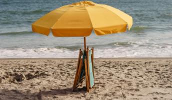 Serviços de praia petiscos, cadeiras e guarda sóis